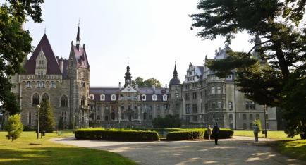 Zamek Moszna entrance