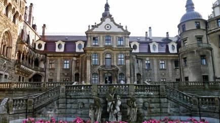Zamek Moszna frontal facade