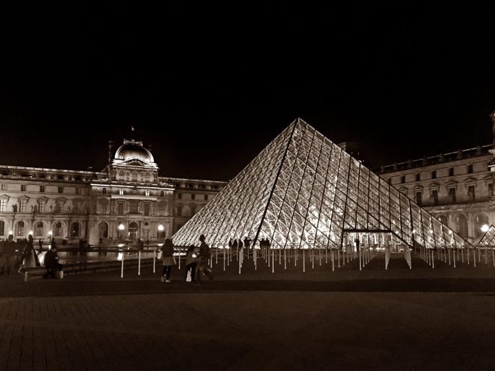 jermpins Pyramide du Louvre at night, Paris