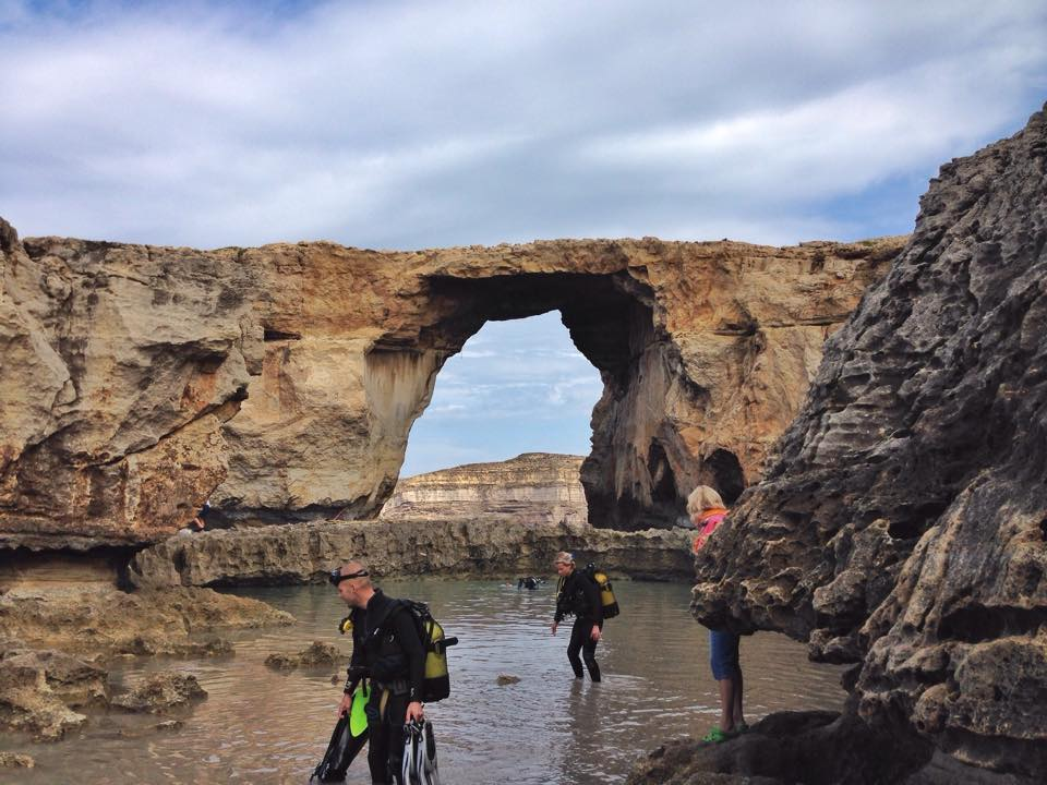 Dive entry to Blue hole, Azure window at the background gozo malta jermpins