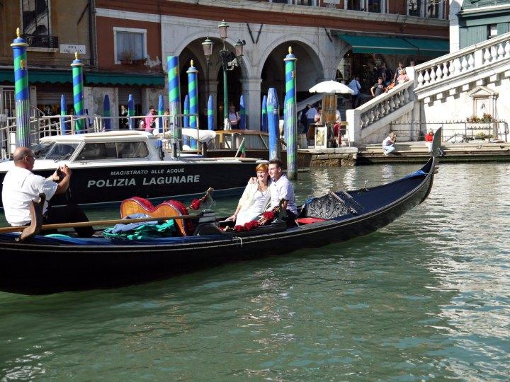 gondola venice italy jermpins