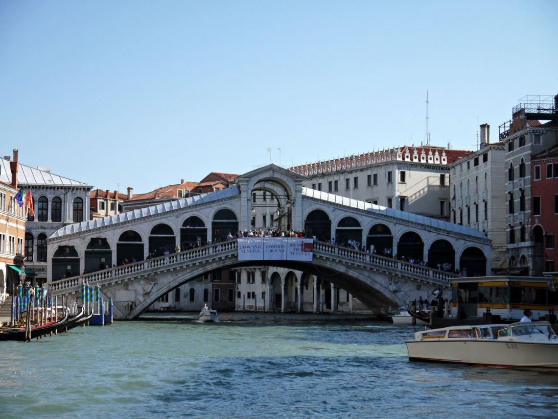 rialto bridge market venice italy jermpins