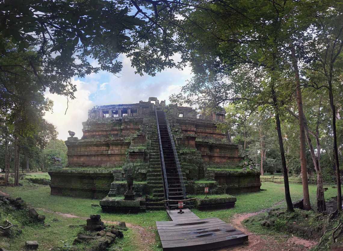 phimeanakas temple siem reap cambodia
