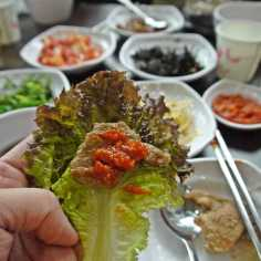 Barbecue pork with fermented bean paste wrapped in lettuce