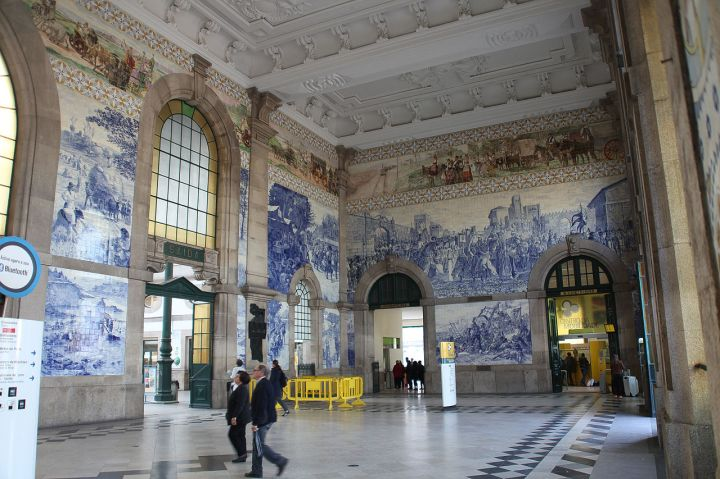porto azulejos sao bento train station