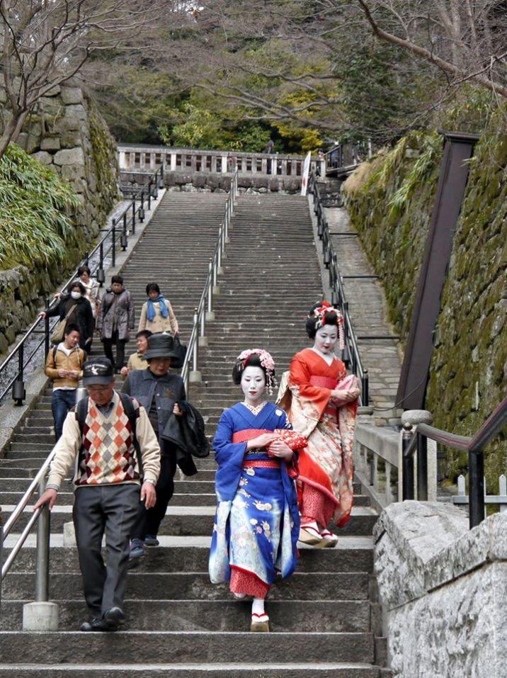 Geishas at Kiyomizu-dera